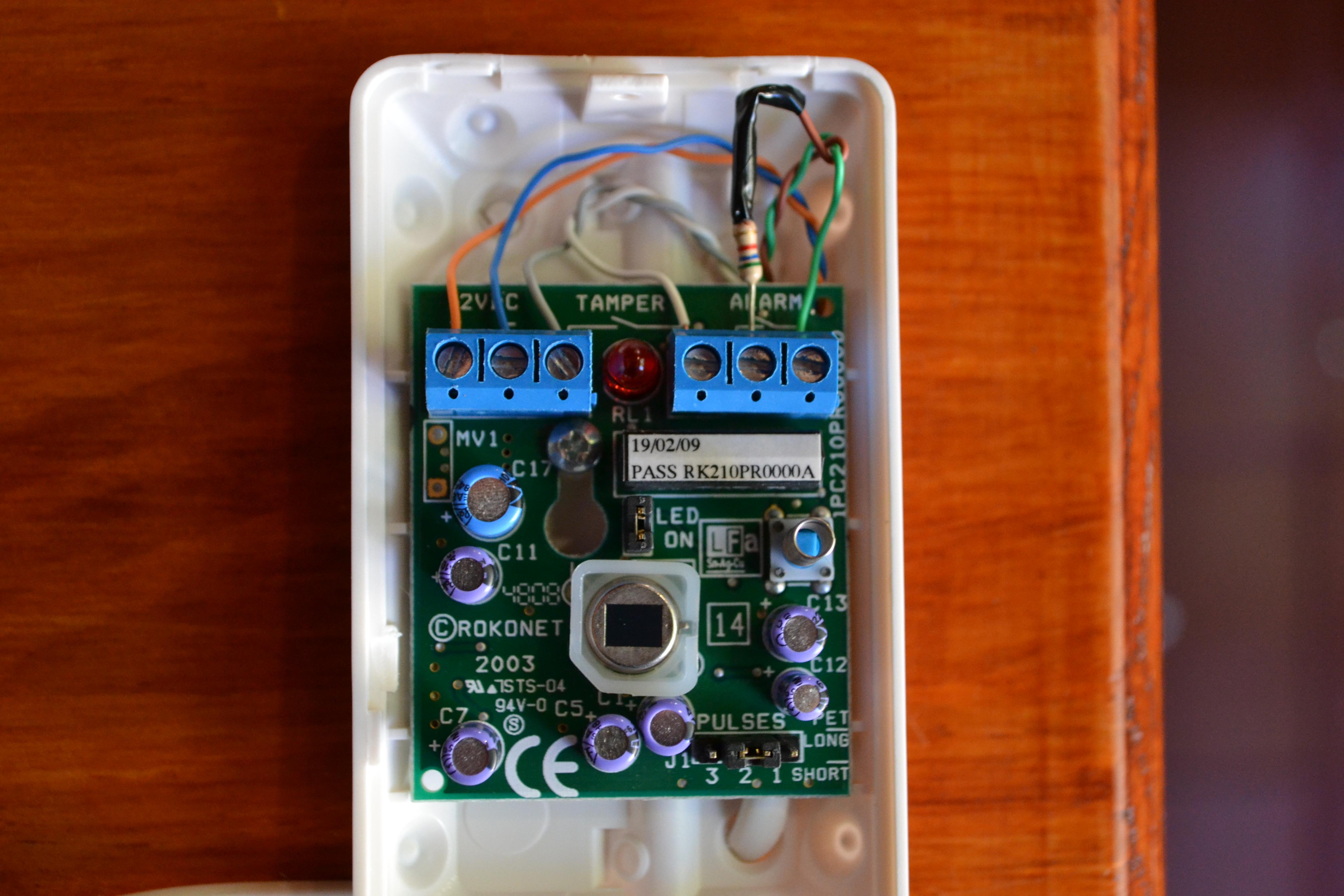 Configuracion alarma dsc y llavero 4939 a teclado rfk 5511 - Como conectar un sensor de movimiento de tres cables ...